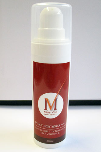 Miss-Vita Fruchtkomplex + C ist eine intensiv wirkende Anti-Aging-Pflege bei reifer Haut und Fältchen. Die Haut wird feiner und strahlender.