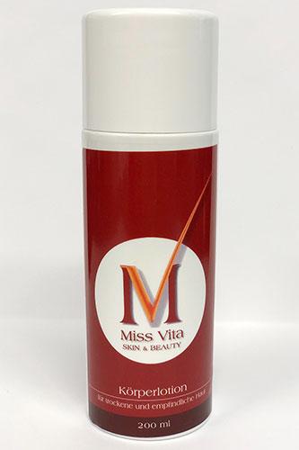 Die Miss-Vita Körperlotion ist eine rückfettende Pflege-Emulsion mit schützenden Hautölen (Oliven- und Jojobaöl) für trockene bis sehr trockene und schuppende Haut.